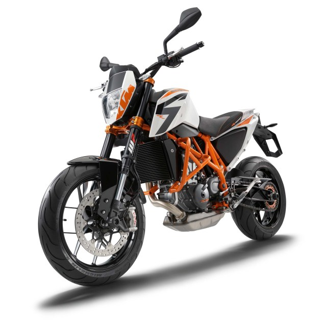 2013 KTM 690 Duke R   Please Come to America 2013 KTM 690 Duke studio 03 635x627