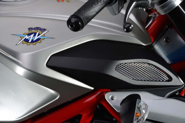 XXX: 36 Photos of the MV Agusta Brutale 800 2013 MV Agusta Brutale 800 05 635x423