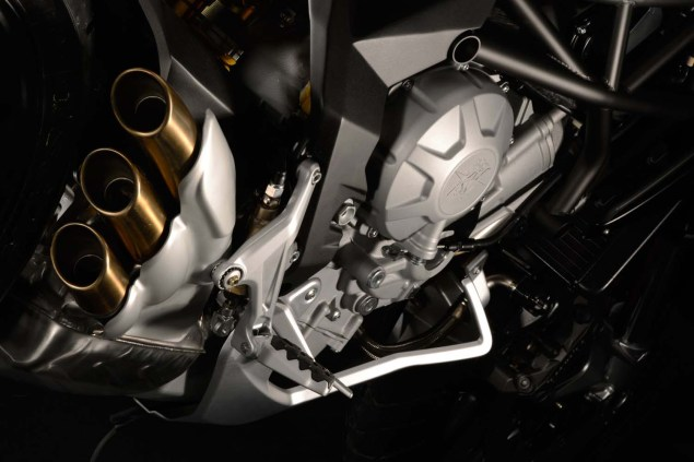 XXX: 29 Photos of the MV Agusta Rivale 800 MV Agusta Rivale 800 17 635x423