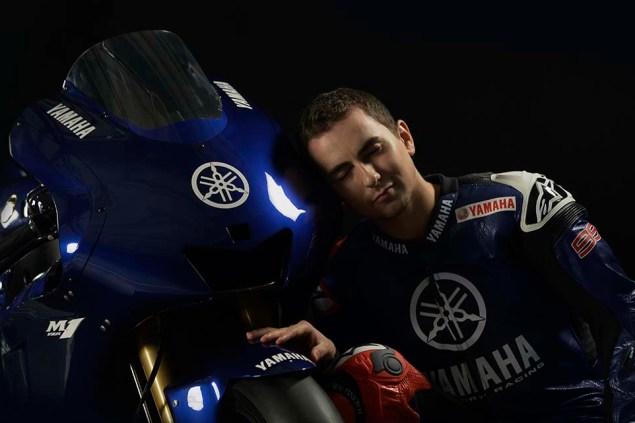 Valentino-Rossi-Jorge-Lorenzo-Yamaha-M1-MotoGP-16