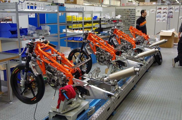 Photos: Building the KTM RC250R Production Racer 2013 KTM RC250R production racer build 06