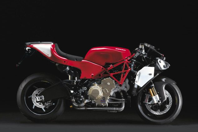 How the Honda RC213V 90° V4 Engine Makes Us Rethink the Problems with the Ducati Desmosedici ducati desmosedici rr naked 635x423