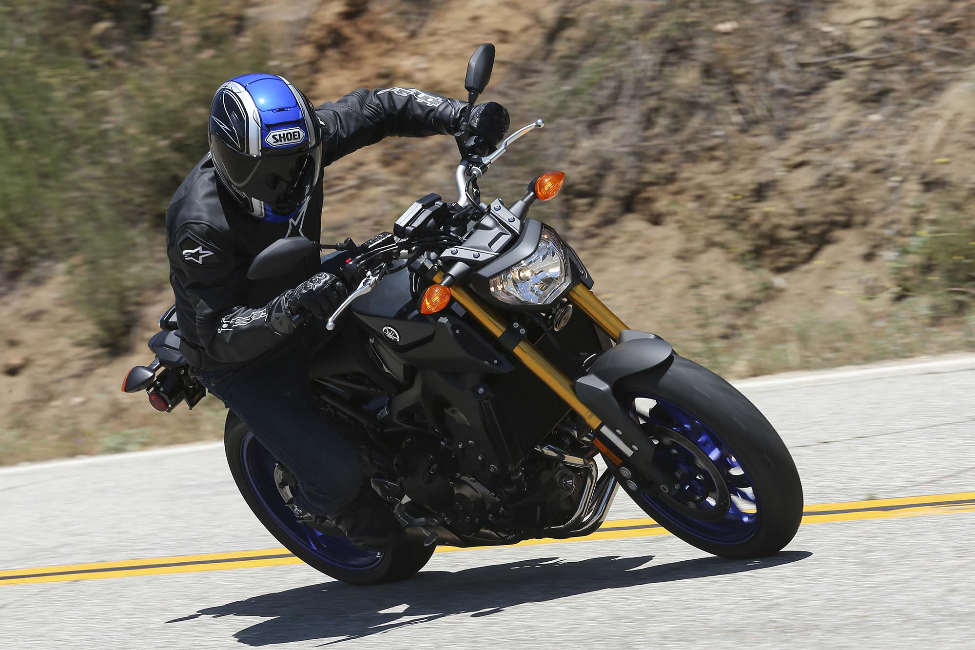 2014 Yamaha FZ-09 - Three Cylinders of Naked - Asphalt