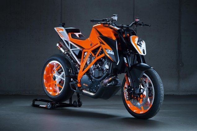 KTM 1290 Super Duke R Prototype Rides at Goodwood    Theres a Reason Why They Call It The Beast KTM 1290 SuperDuke Prototype 635x422