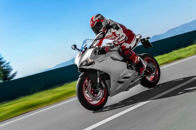 2014-Ducati-899-Panigale-road-05