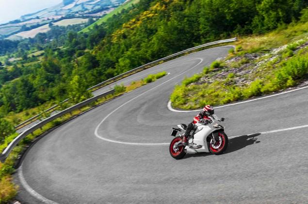 2014-Ducati-899-Panigale-road-12