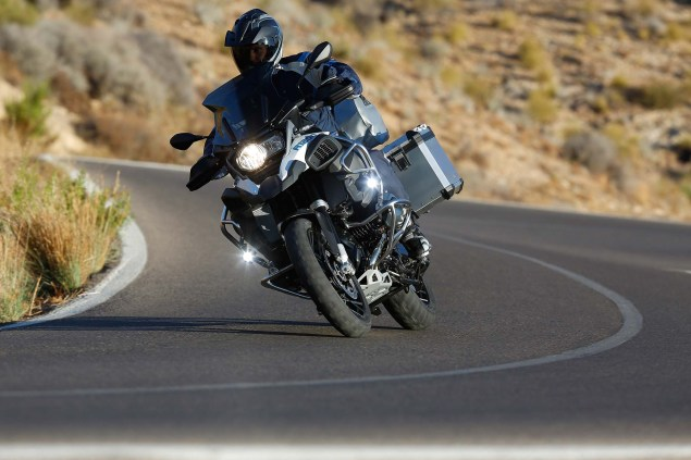 119 Hi Res Photos of the BMW R1200GS Adventure 2014 BMW R1200GS Adventure action 41 635x423