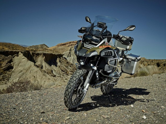 119 Hi Res Photos of the BMW R1200GS Adventure 2014 BMW R1200GS Adventure outdoors 02 635x475