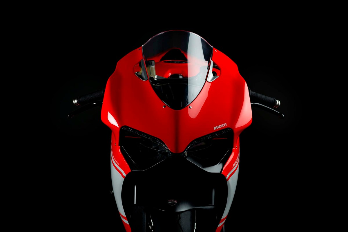 A Ducati 1299 Superleggera with a Carbon Fiber Frame??!