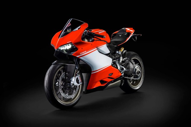 Officially Official: Ducati 1199 Superleggera 2014 Ducati 1199 Superleggera studio 26 635x423