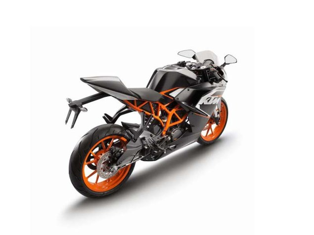 First Photos of the KTM RC125 & KTM RC200 2014 KTM RC125 black 03