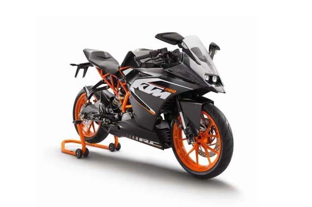 First Photos of the KTM RC125 & KTM RC200 2014 KTM RC200 black 07
