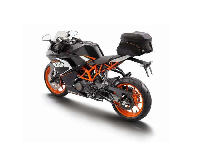 First Photos of the KTM RC125 & KTM RC200 2014 KTM RC200 travel 01