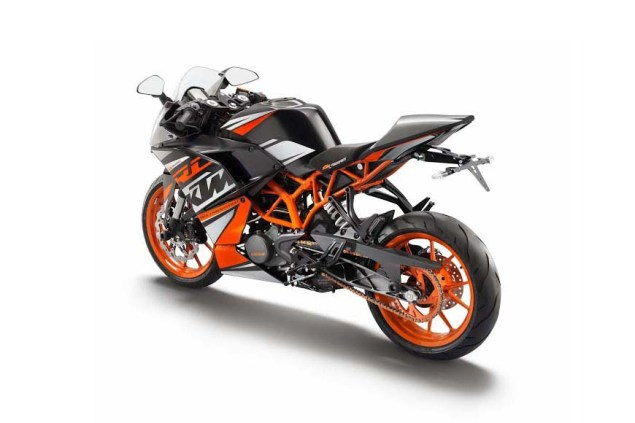 First Photos of the KTM RC125 & KTM RC200 2014 KTM RC390 black orange 02