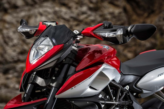 48 Hi Res Photos of the MV Agusta Rivale 800 2014 MV Agusta Rivale 800 04 635x422