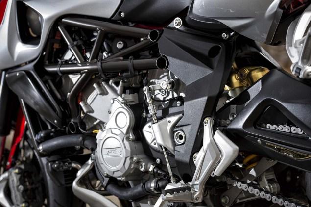 Ride Review: MV Agusta Rivale 800 2014 MV Agusta Rivale 800 12 635x422