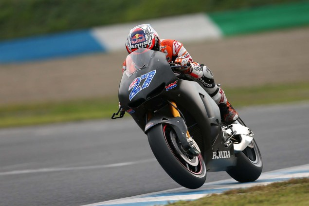 26 Hi Res Photos of Casey Stoner Testing the 2014 Honda RC213V & Honda RCV1000R Production Racer Casey Stoner HRC test 2014 Honda RCV1000R RC213V 03 635x423