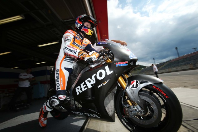 26 Hi Res Photos of Casey Stoner Testing the 2014 Honda RC213V & Honda RCV1000R Production Racer Casey Stoner HRC test 2014 Honda RCV1000R RC213V 21 635x423