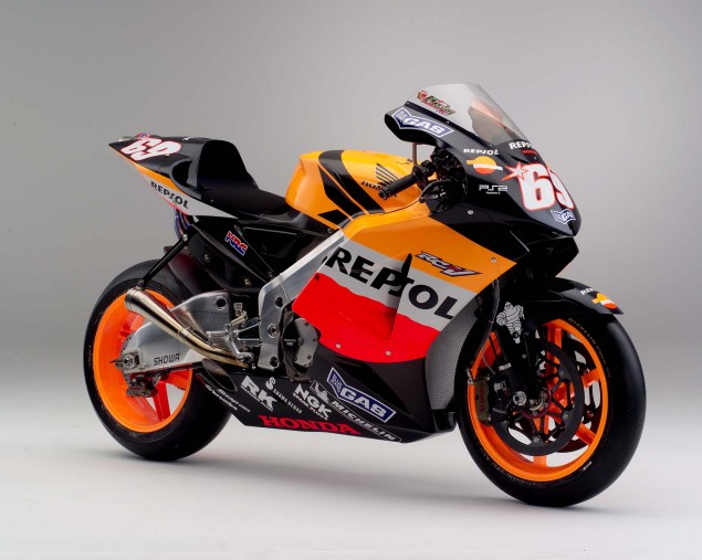 The Lineage of Hondas Grand Prix Motorcycles 2005 Honda RC211V Nicky Hayden 635x507