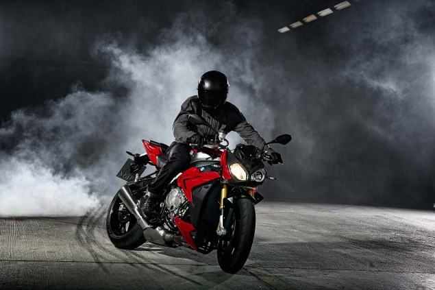 2014 BMW S1000R   160hp, ABS, & Optional DTC & DDC 2014 BMW S1000R action 48 635x423