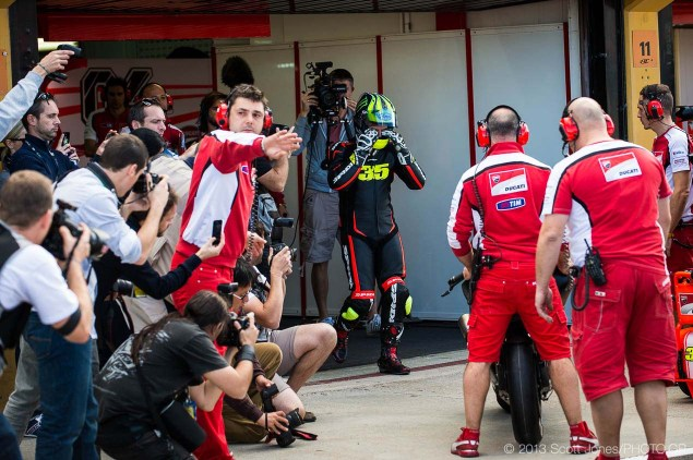 Photos: Cal Crutchlows First Day on the Ducati Desmosedici Cal Crutchlow MotoGP Ducati Corse Valencia Test Scott Jones 04 635x422