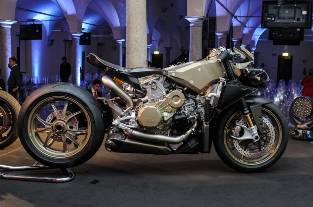Video: An Intimate Look at the Ducati 1199 Superleggera Ducati 1199 Superleggera EICMA detail 13 635x421