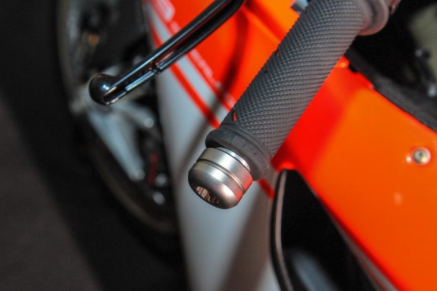 Video: An Intimate Look at the Ducati 1199 Superleggera Ducati 1199 Superleggera EICMA detail 24 635x423