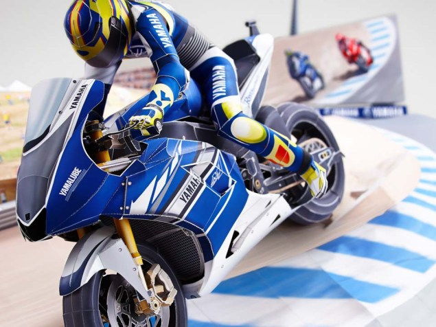Reliving Rossis Corkscrew Pass on Stoner...with Paper Yamaha Papercraft Rossi Corkscrew pass 13
