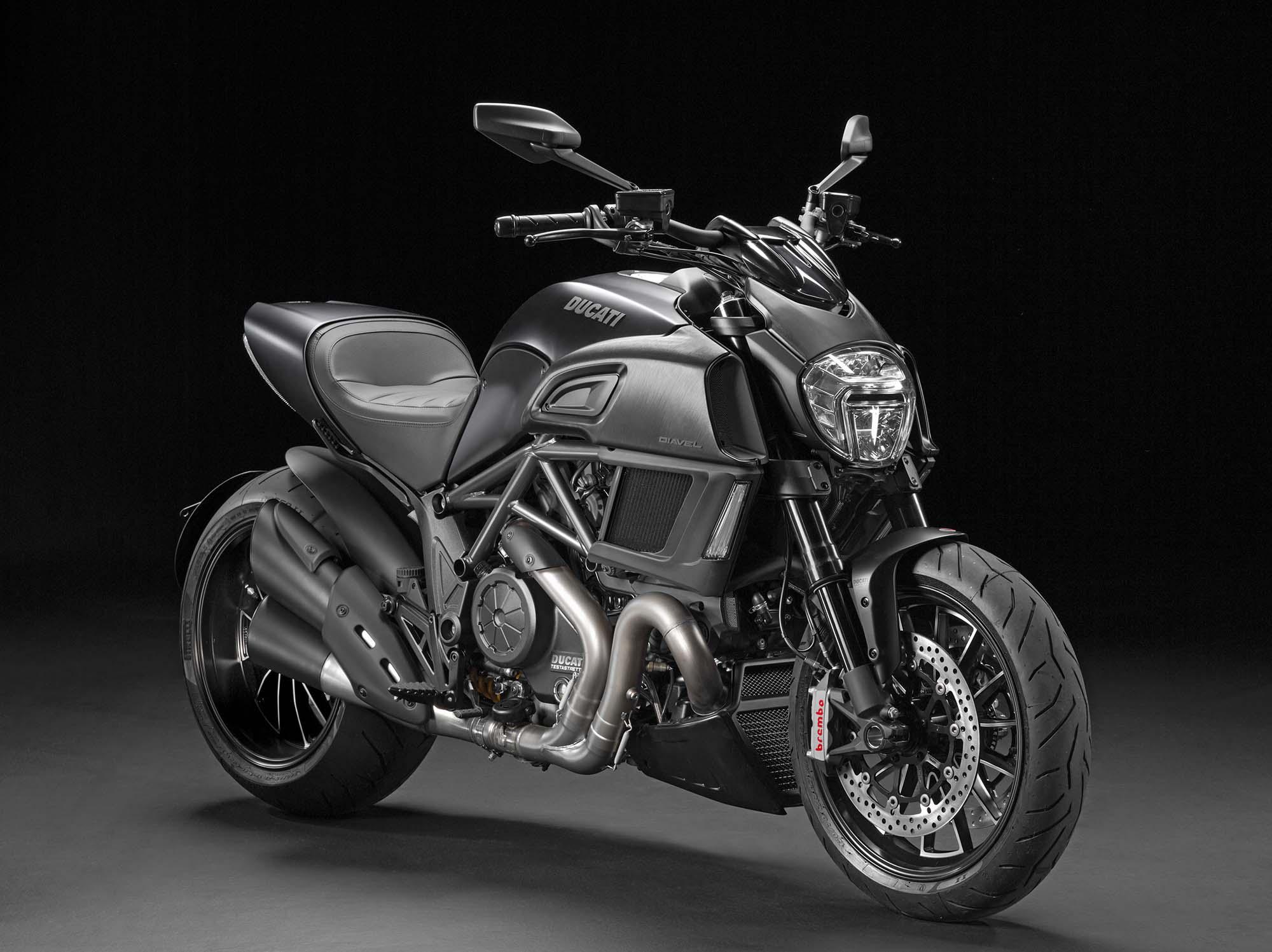 M1200 ou M1100 evo 2014-Ducati-Diavel-Carbon-07