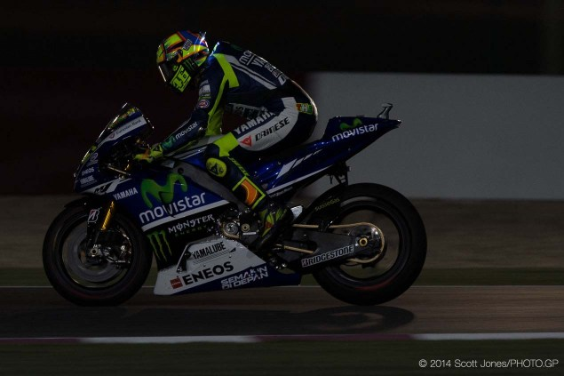 Photos of Valentino Rossis LED Helmet from Qatar Valentino Rossi LED Helmet Qatar Scott Jones 05 635x423