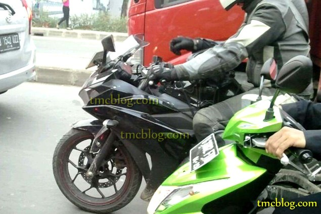 Proper Spy Photos of the Yamaha YZF R25 in the Wild Yamaha YZF R25 spy photo tmc blog 01 635x424