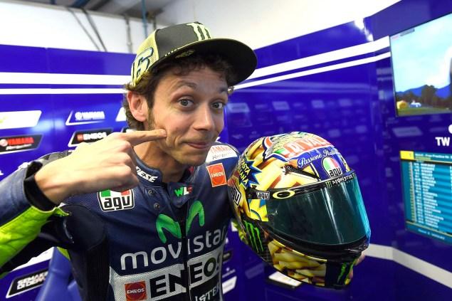Valentino Rossis Special Mugello Helmet Explained Valentino Rossi AGV Helmet Mugello 2014 06 635x423
