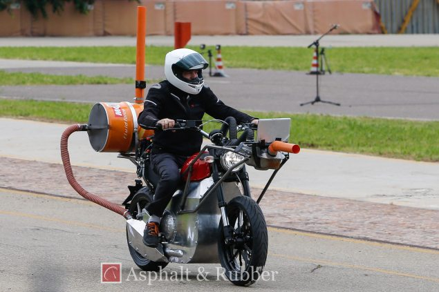 Spy Photos: Ducati Scrambler Caught Testing 2015 Ducati Scrambler testing spy photos 02 635x423