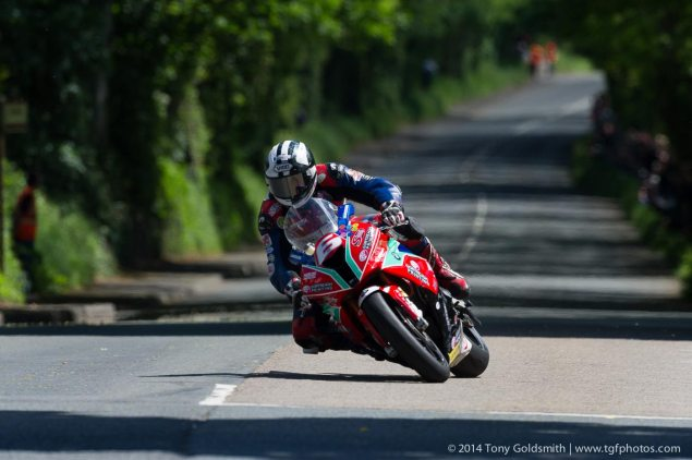 IOMTT: Royal London 360 Superstock TT Race Results michael dunlop superstock tt tony goldsmith 635x422