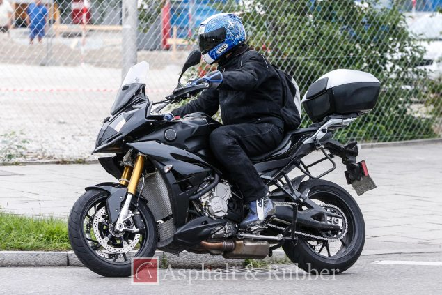 2015-BMW-S1000XR-spy-photos-03