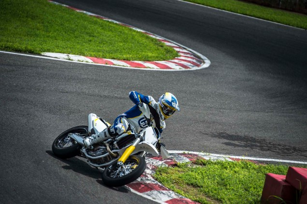 2015 Husqvarna FS 450   Husky Returns to Supermoto 2015 Husqvarna FS 450 action 07 635x422