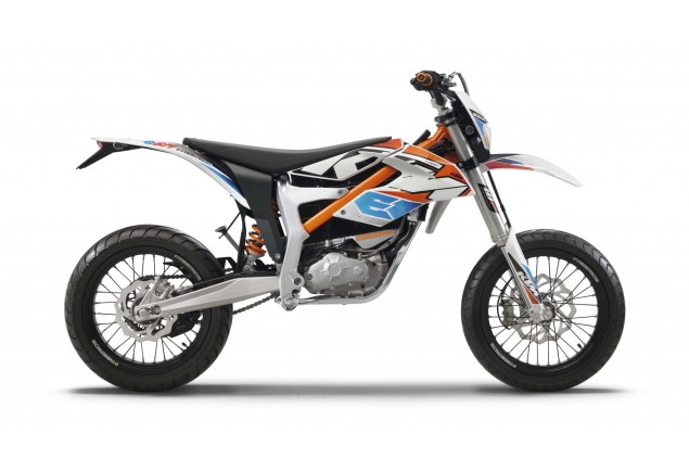 2015 KTM Freeride E SM    A Proper Electric Supermoto 2015 KTM Freeride E SM 05 635x434