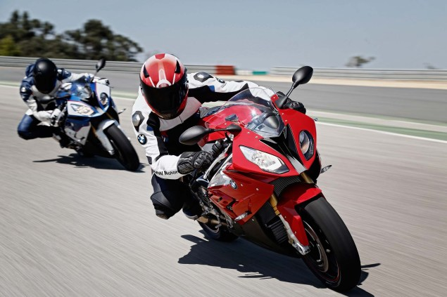 2015-BMW-S1000RR-action-14