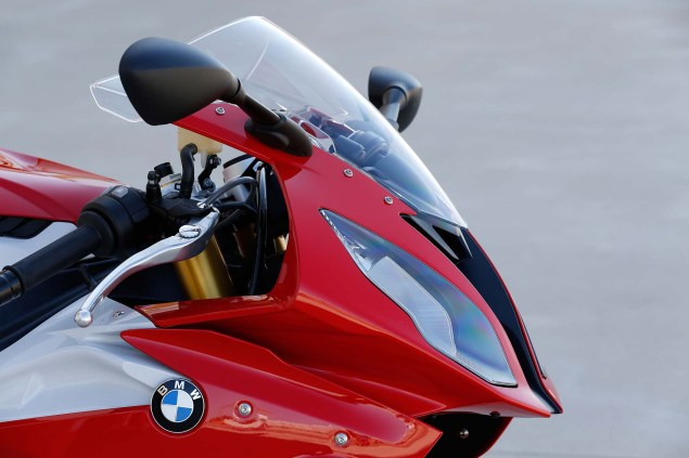 2015-BMW-S1000RR-action-57