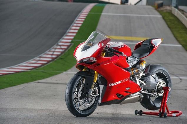 2015-Ducati-Panigale-R-02