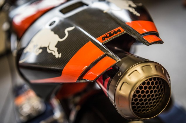 KTM-RC16-Akrapovic-exhaust