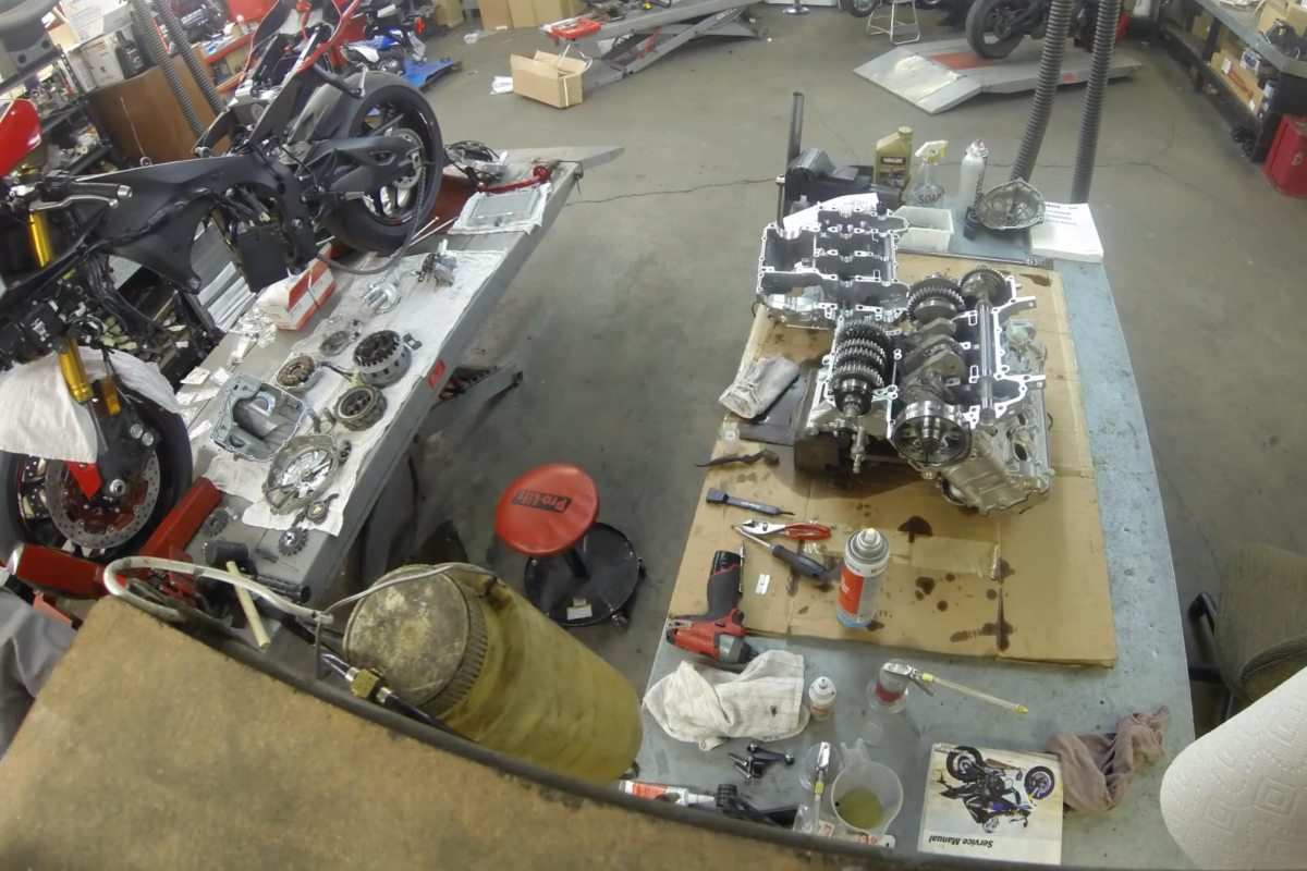 This Time-Lapse Video Shows What It Takes to Recall a Yamaha YZF-R1 Gearbox
