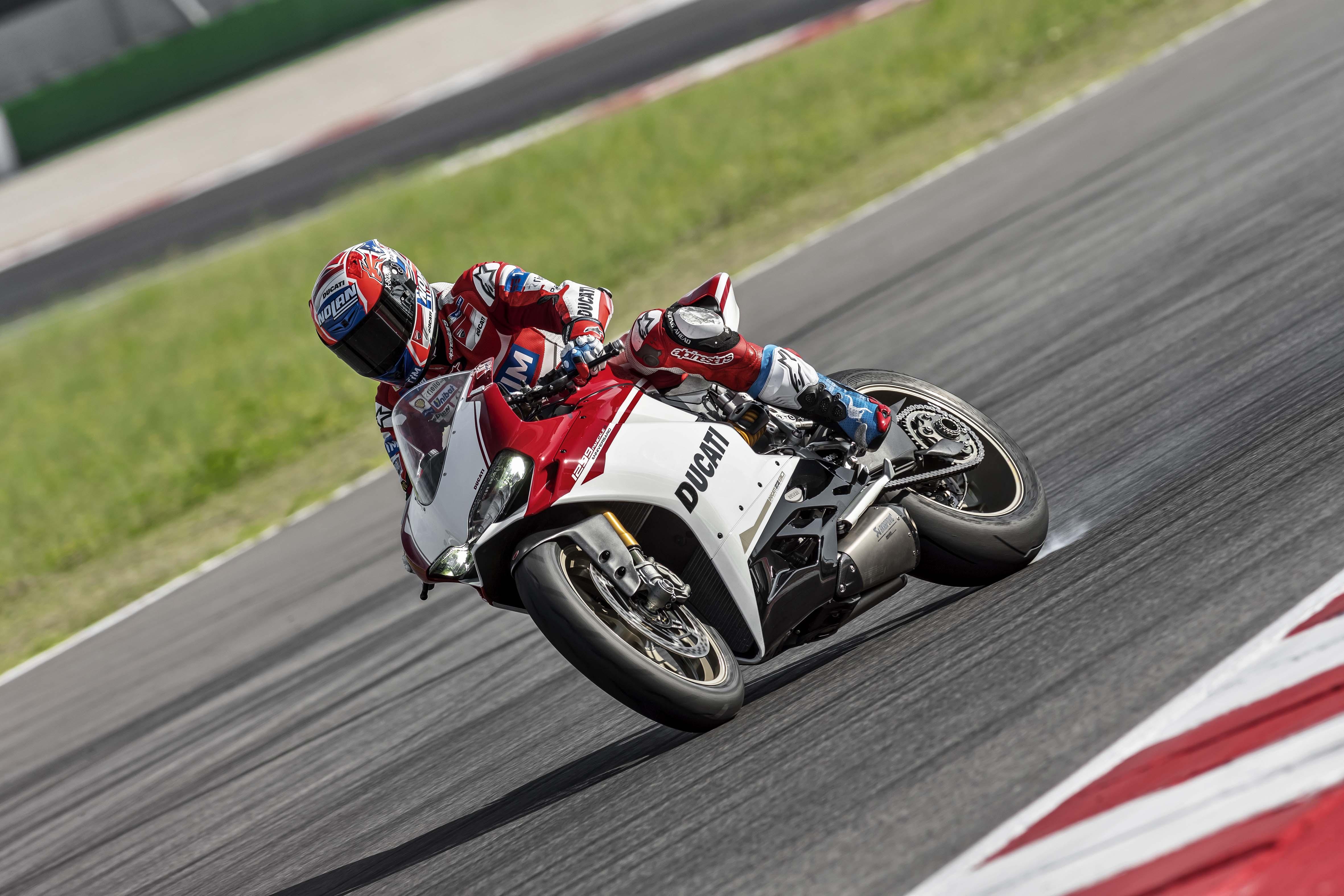 Annonce de la retraite de Stoner ! - Page 14 2017-Ducati-1299-Panigale-S-Anniversario-02