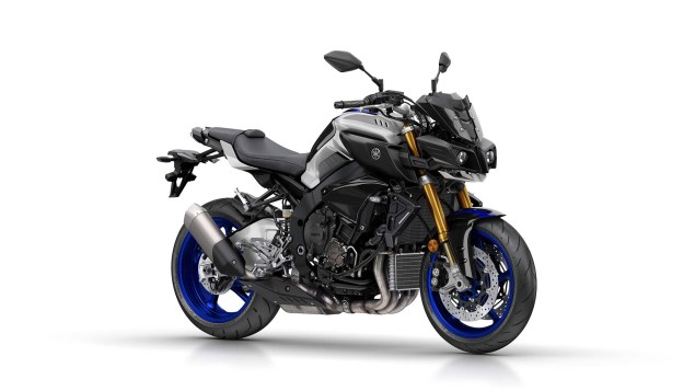 2017-yamaha-mt-10-sp-europe-studio-09