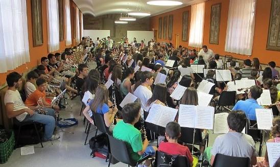 Ensayo de Orquesta de la edición del 2013 (cursomusicastorga.es)