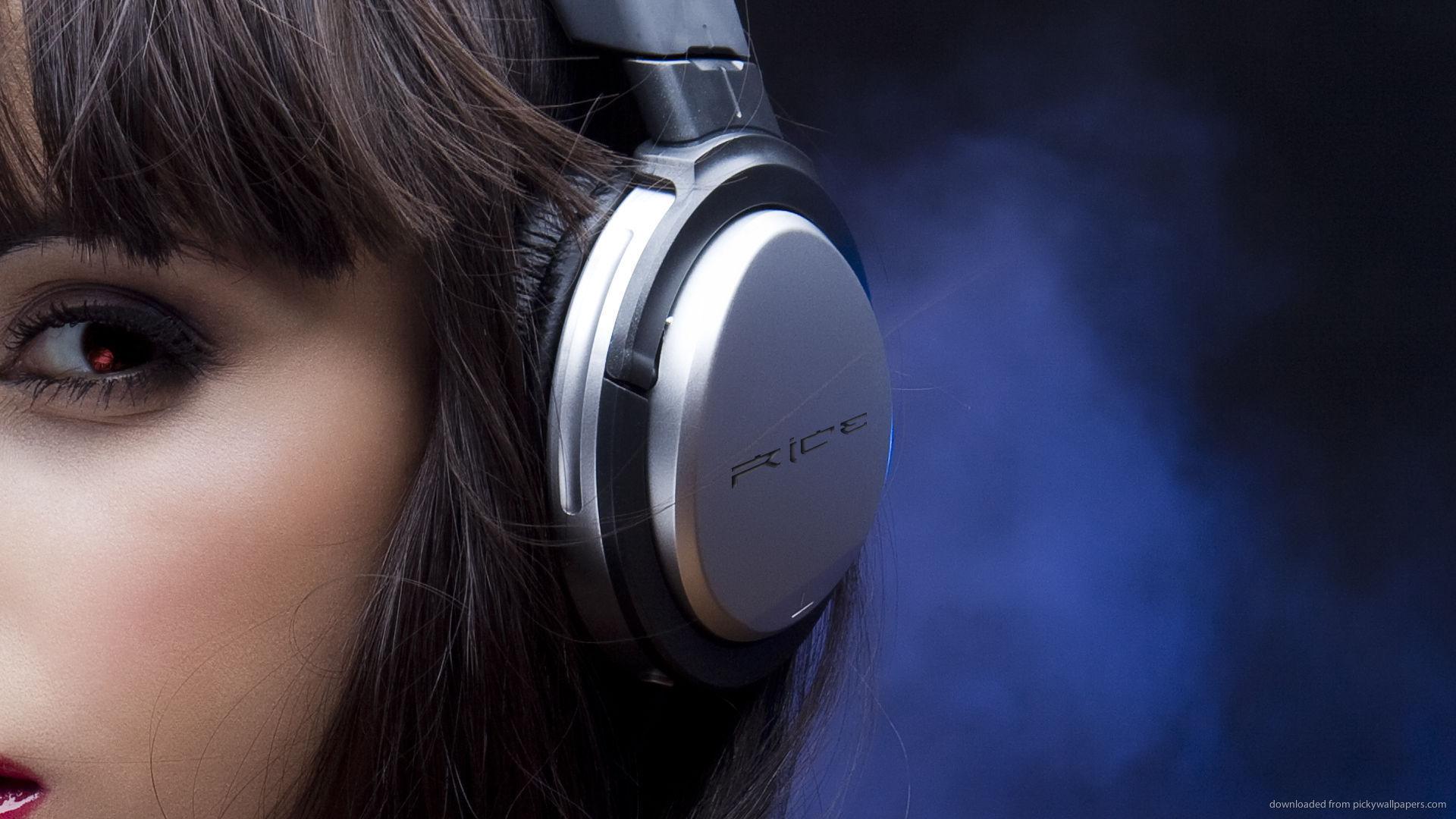 Girl Wearing Headphones Wallpaper M 250 Sica Astrolabio