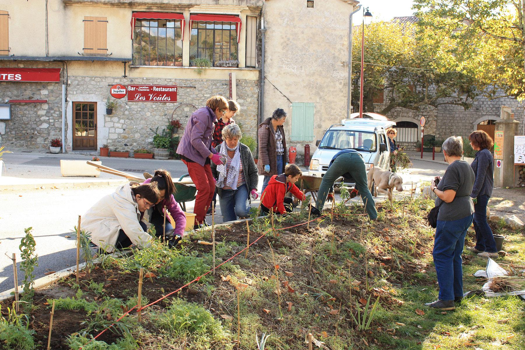 Chantier plantation à la suite de la bourse aux plantes