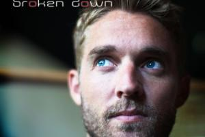 Interview: Brett Young @ Eddie's Attic 11/2