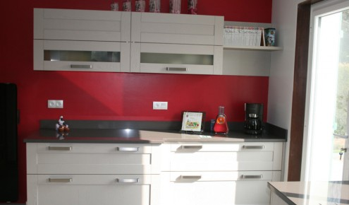 Agreable ... Photo Cuisine Blanche Mur Rouge   Atwebsterfr   Maison Et Mobilier ...