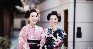 在日本京都学穿和服